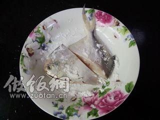 蒜子红烧小鲳鱼的做法_做蒜子红烧小鲳鱼鱼会吃自己的鱼籽吗图片